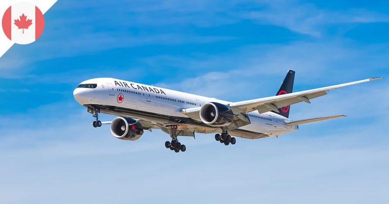 Avion Air Canada dans les airs sur fond de ciel bleu