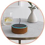 Amazon Echo dot 2nd génération sur la table du salon
