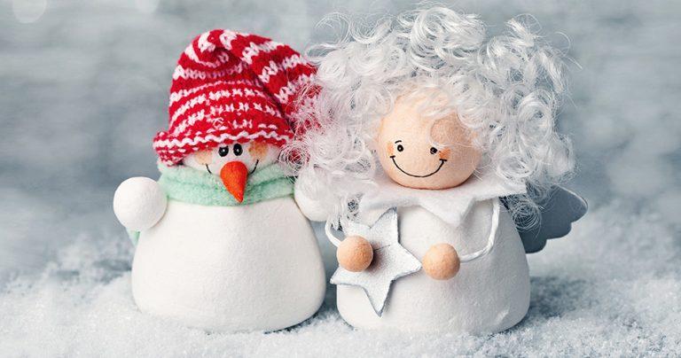 Ange et bonhomme de neige miniature symbolisant les fêtes de fin d'année