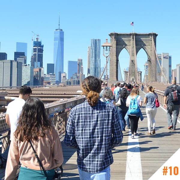 Ballade sur le pont de Brooklyn à New York (USA)