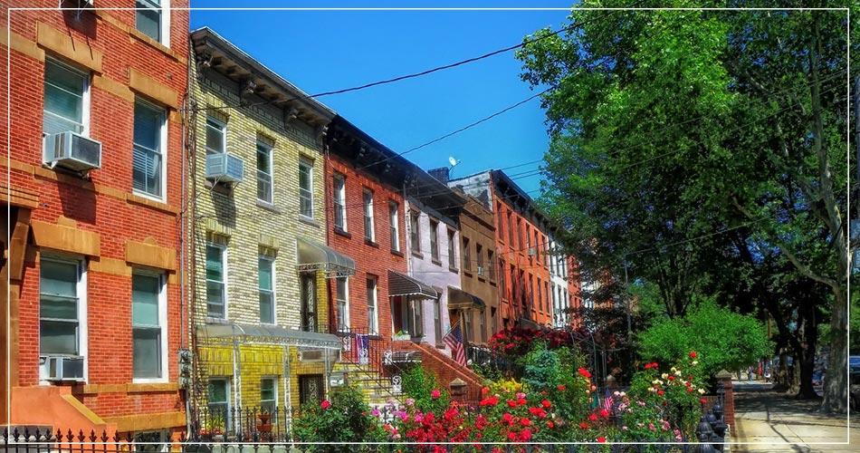 Petite rue colorée à Brooklyn aux USA