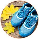 Paire de chaussures de sport bleues en automne