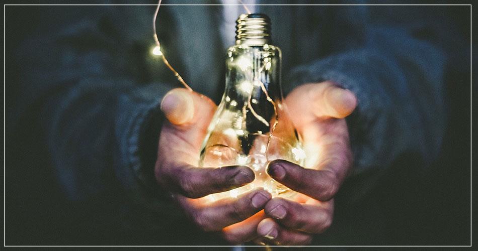 Photo concept ampoule aide idée