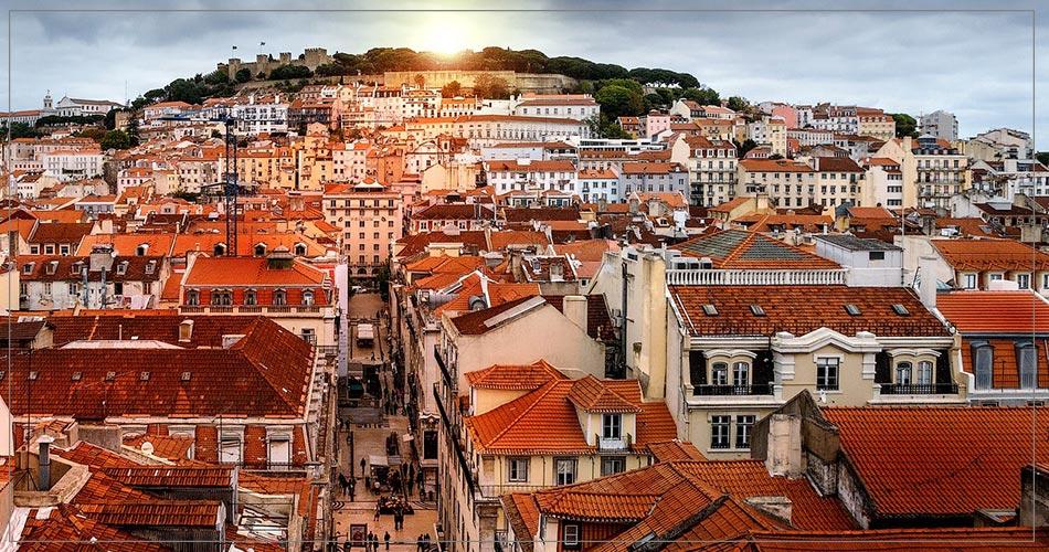 Magnifique coucher de soleil sur la ville de Lisbonne