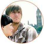 Jeune couple à Londres avec Big Ben en fond
