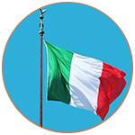 Drapeau de l'Italie sur fond de ciel bleu