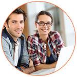 2 étudiants souriants au canada