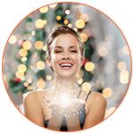 Femme souriante lors des fêtes de fin d'année