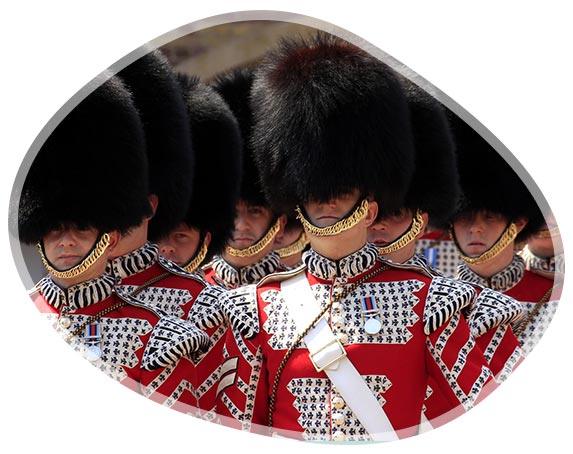 Les guardes anglais lors de la relève de la garde à Buckingham Palace