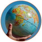 Globe terrestre dans une main