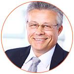 Homme à lunettes souriant professionnel Credit Score