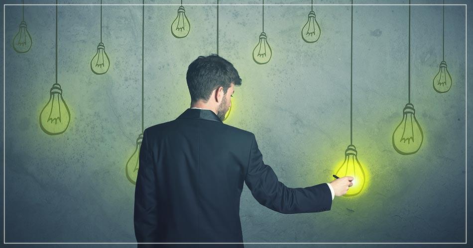Homme d'affaire de dos avec illustration d'idées par des ampoules