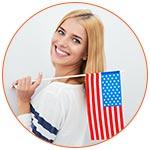 Jeune américaine souriante avec le drapeau national