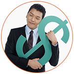 Jeune homme asiatique avec le symbol du dollar