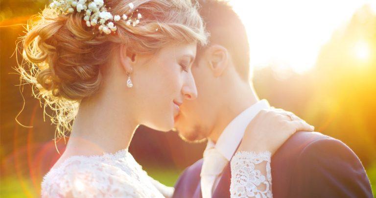Couple de jeune mariés