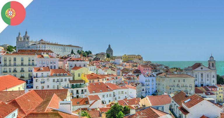 Vue aérienne sur les maisons colorées de la ville de Lisbonne au Portugal