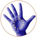 Main avec le drapeau européen dessiné à l'intérieur