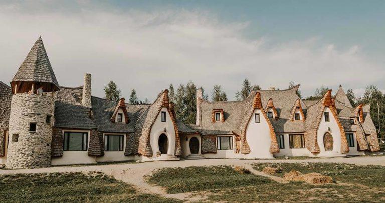 Maison construite avec les matériaux de la région
