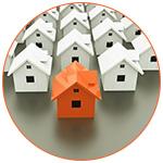 Concept d'un groupe de maisons avec une orange au premier plan