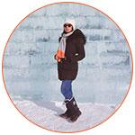 Mathilde devant un mur de neige et glace