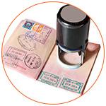 Passeport ouvert avec des tampons
