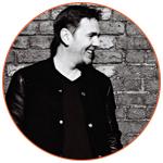 Photo en noir et blanc du DJ français Laurent Garnier