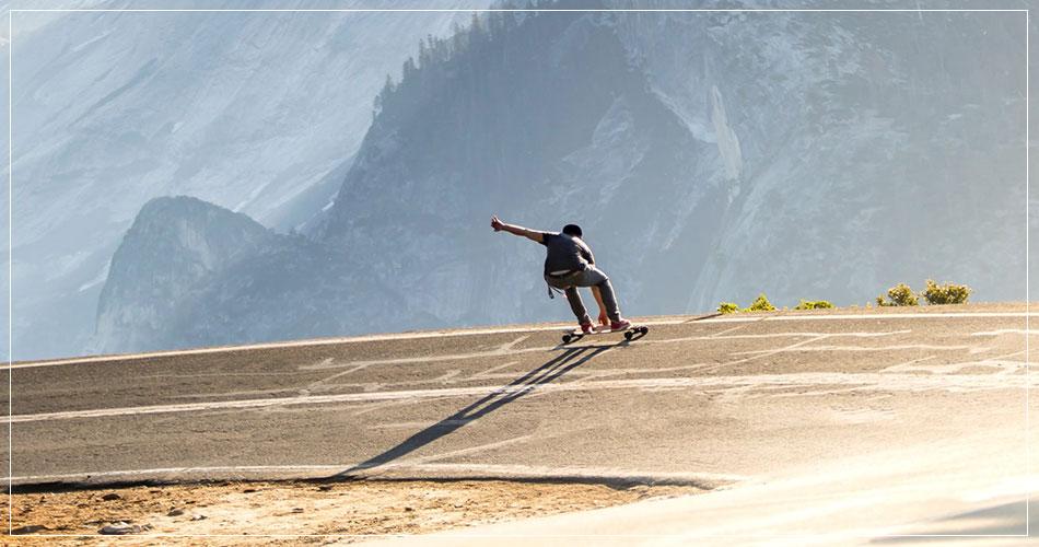 Piste de skateboard dans les montagnes