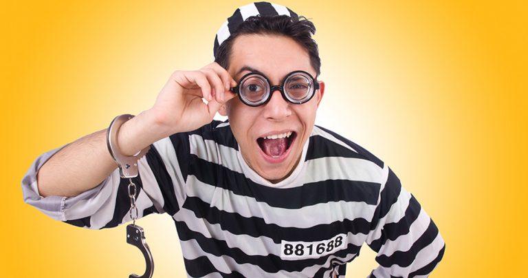 Prisonnier à lunettes comique