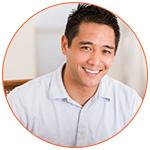 Portrait d'un recruteur asiatique souriant