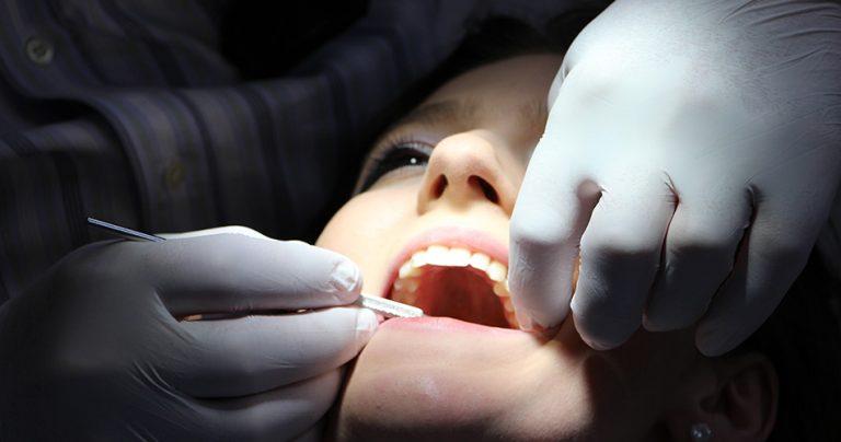 Patiente chez le dentiste