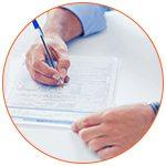 Gros plan sur la signature d'un contrat