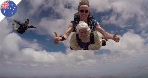 A 102 ans, une australienne saute en parachute et bat un record