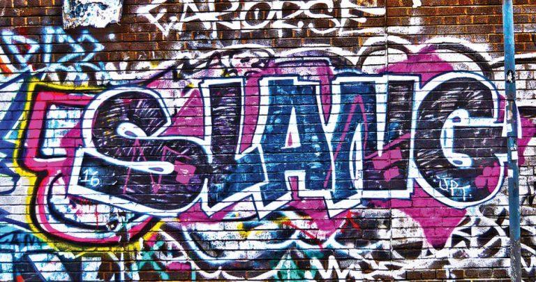 Street art avec le mot SLANG sur un mur