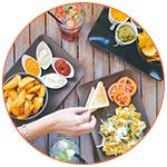Nourriture et boissons sur une table