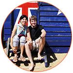 Thomas et Amber souriants à Brighton Beach