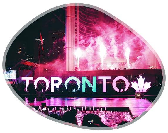 Célébration avec feux d'artifices à Toronto au Canada