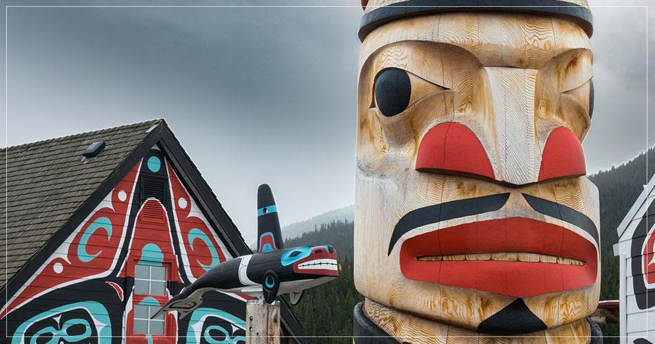 Totem à Carcross dans le Yukon au Canada - French Radar