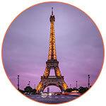 Tour Eiffel sur fond de ciel violet