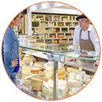 Vendeur de fromage avec béret français