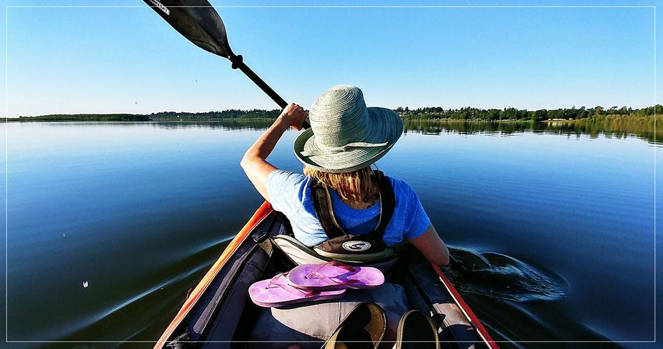 Sophie qui fait du canoe à Vancouver